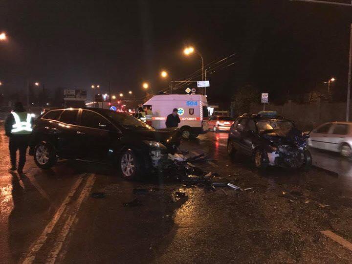 УКиєві водій здійснив смертельний розворот через суцільну (ФОТО, ВІДЕО)