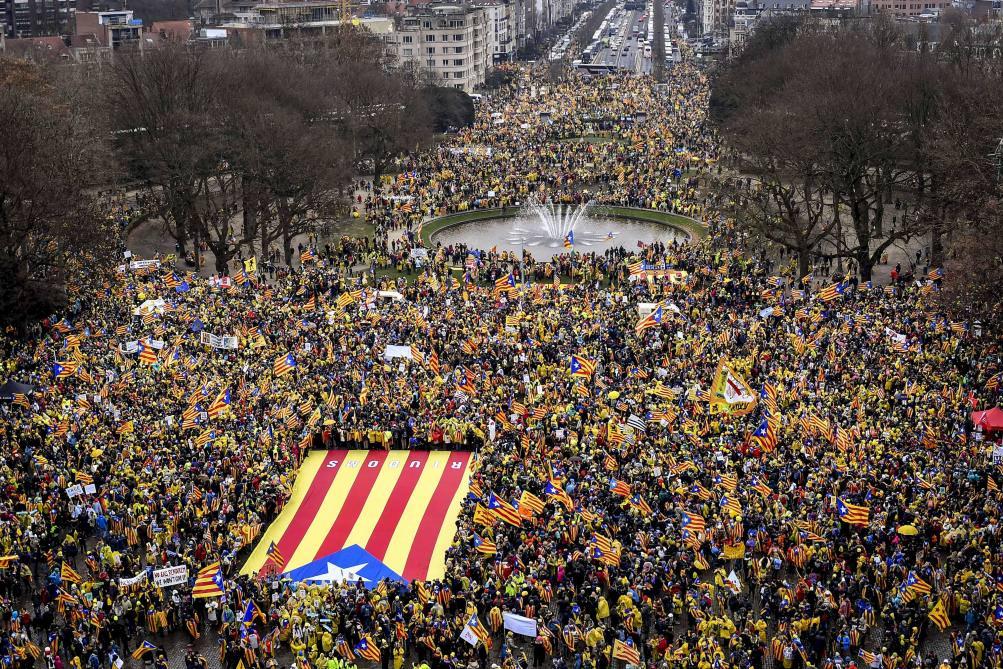УБрюсселі понад 10 тисяч сепаратистів вийшли на мітинг занезалежність Каталонії