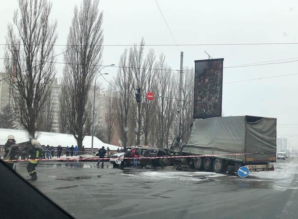 Патрульні розповіли деталі масштабної ДТП зпожежею уКиєві