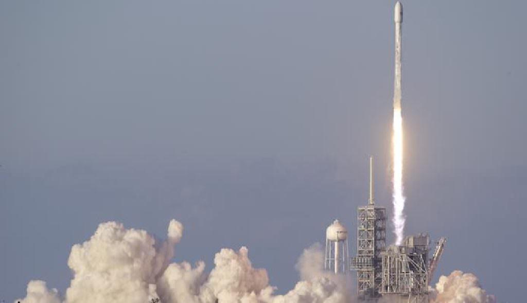 Компанія Маска успішно запустила вкосмос секретний апарат