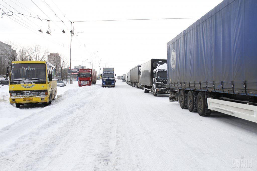 УКиєві 8 лютого можуть обмежити в'їзд вантажівок через негоду