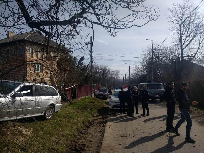 УЧернівцях учасники ДТП побилися зполіцейськими