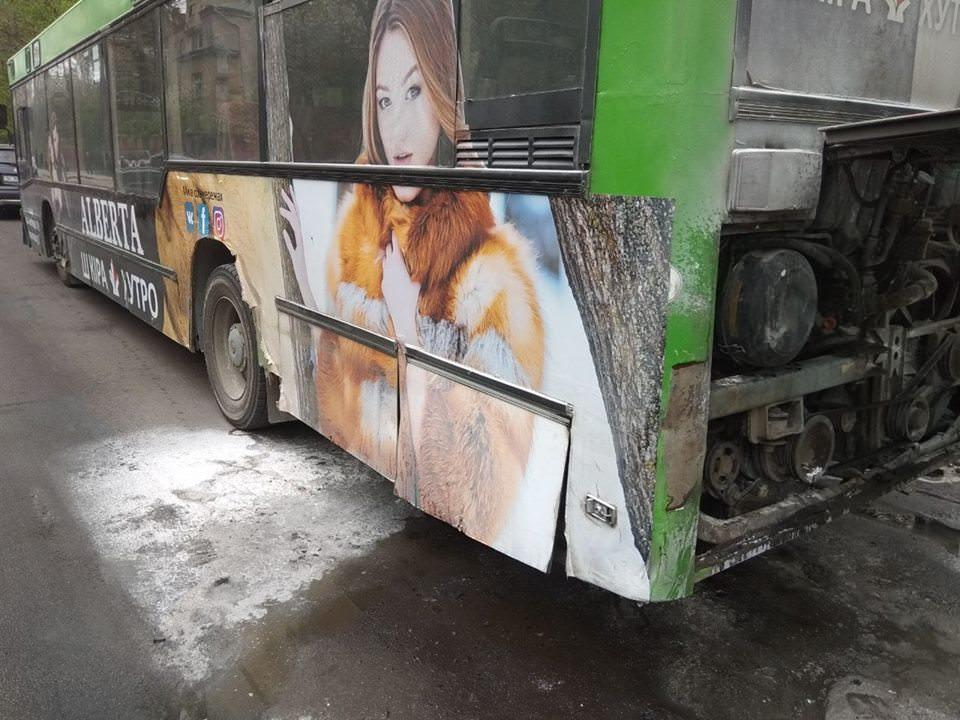 У Львові під час руху загорівся автобус (ВІДЕО) 17.04.18 Прямий - Новини  Львова a1f89224f95ca