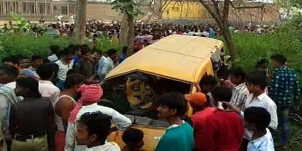 Смертельна ДТП в Індії: потяг протаранив шкільний автобус
