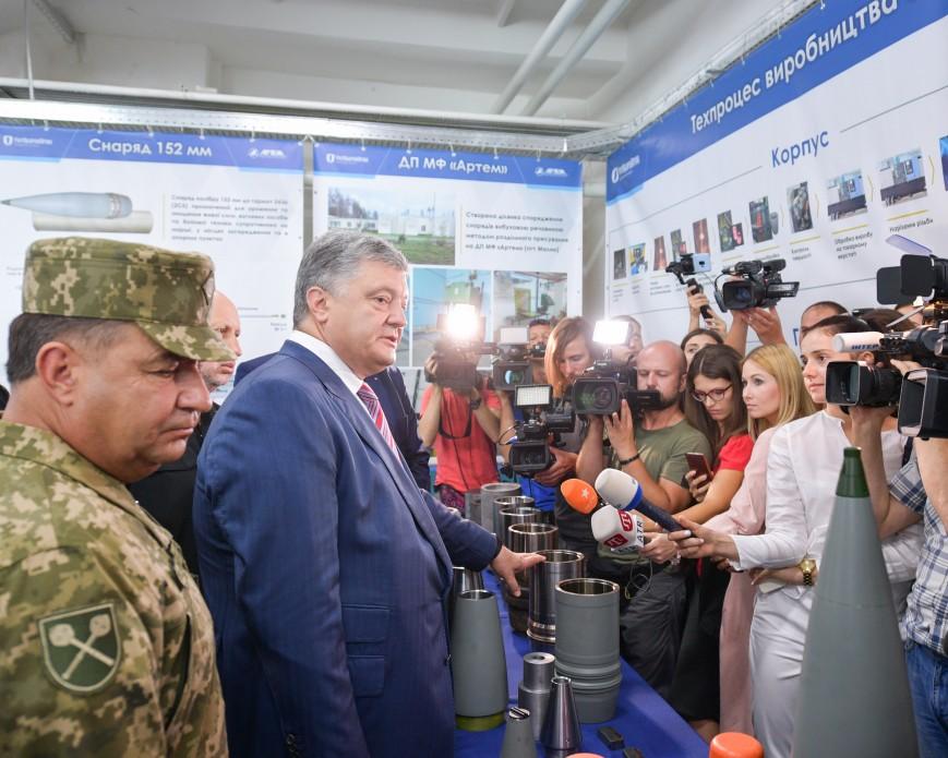 Порошенко: Україна готова досерійного випуску дефіцитних боєприпасів