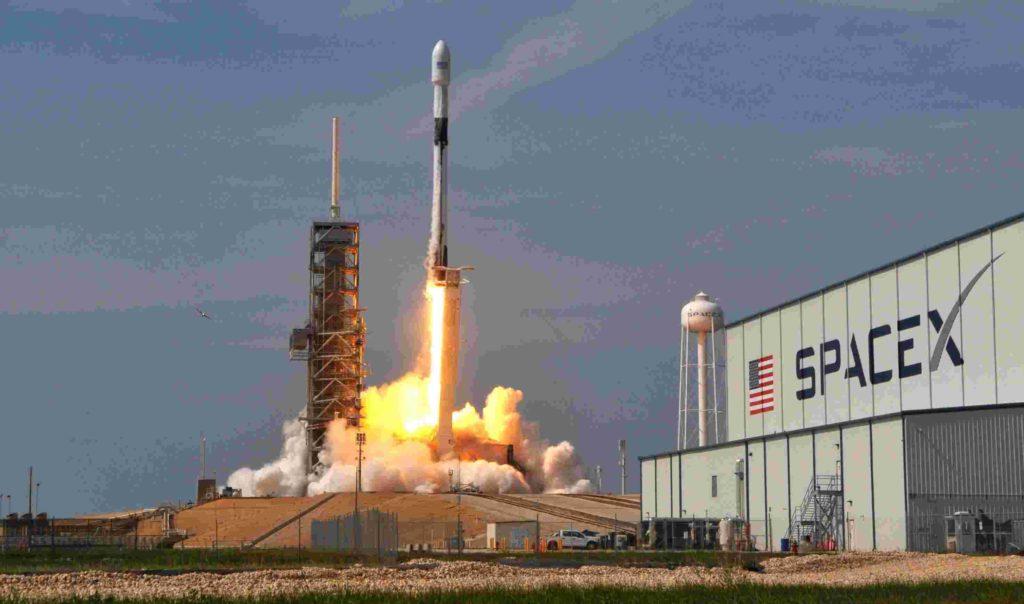 SpaceX назвала ім'я першого космічного туриста