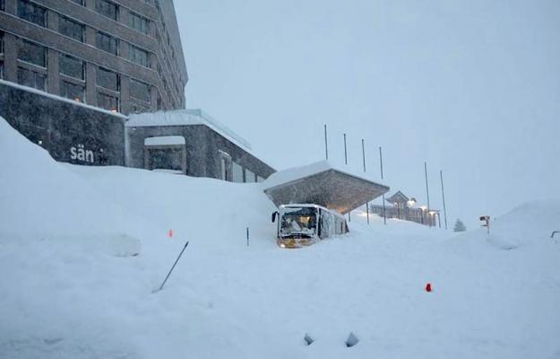 Готель уШвейцарії зруйнувала лавина 2