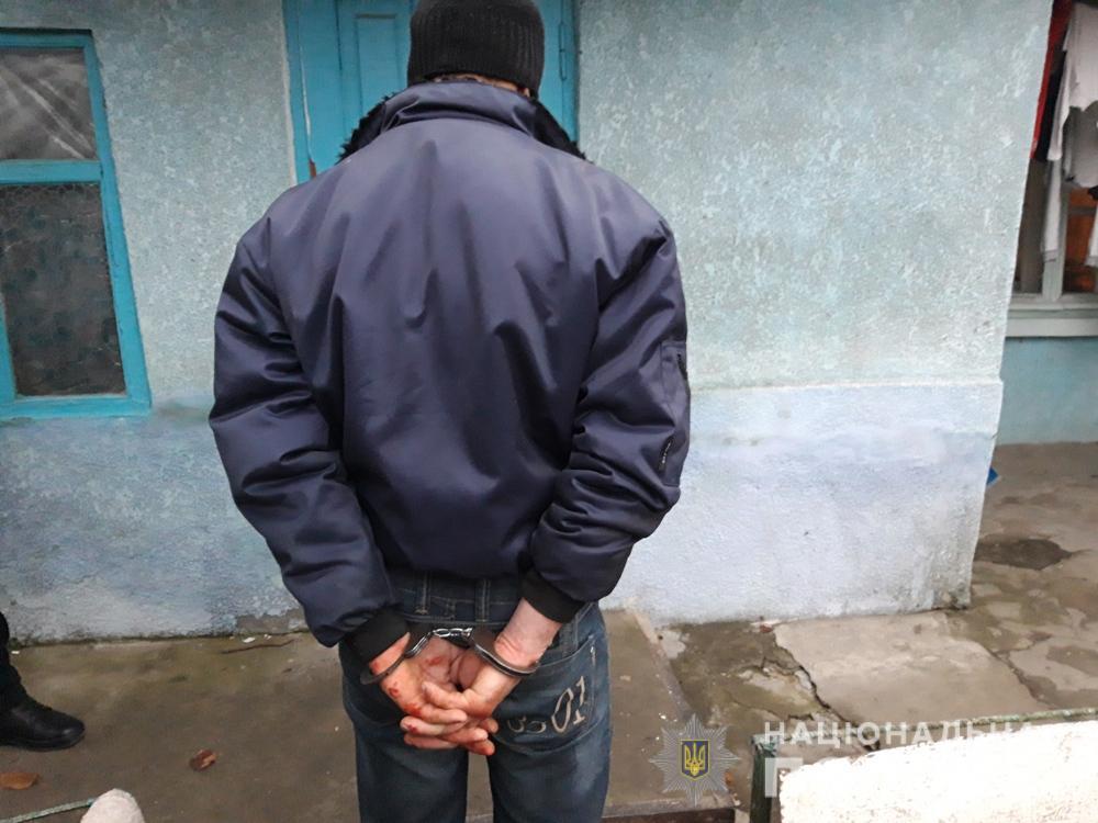 Ножем в спину та шию: на Одещині чоловік вбив одного з непроханих гост
