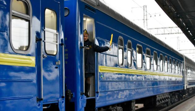 """На період Великодніх свят """"Укрзалізниця"""" призначила додатковий поїзд до Івано-Франківська"""