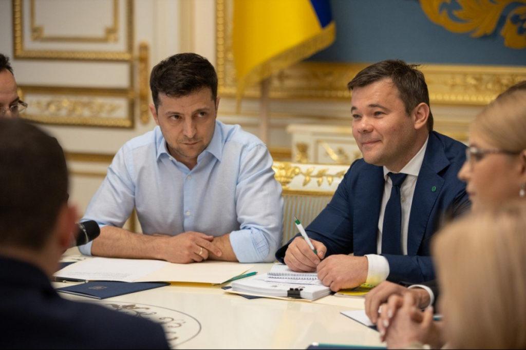 """Допоможуть там: громадянку зі зверненням до Зеленського відправили до  телеканалу """"Прямий"""" (відео)"""