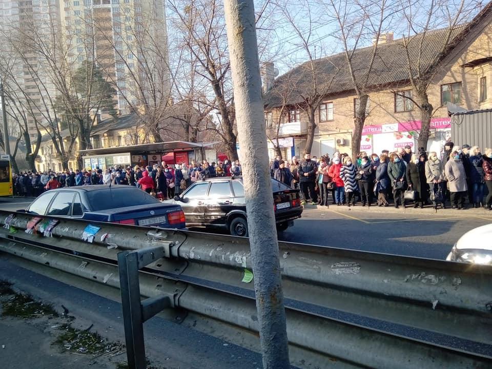 Столиця без метро: в Києві стався транспортний колапс (ФОТО)