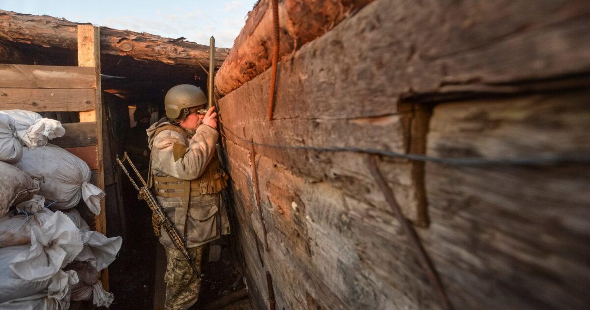Терористи на Донбасі 17 разів обстріляли українські позиції