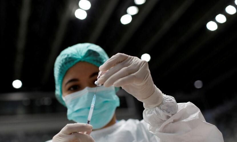 Освітян та чиновників відсторонятимуть від роботи за відмову або ухиляння від вакцинації