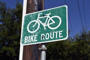 """""""Ми нікому не дозволимо руйнувати велодоріжки та тротуари, які належать киянам"""", – Костянтин Усов"""